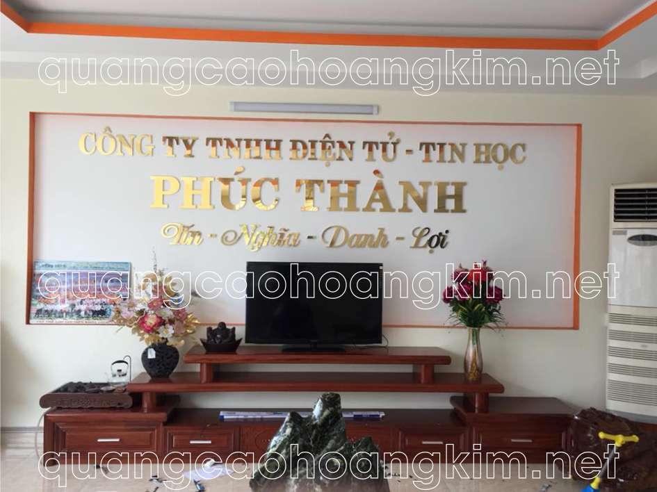 backdrop văn phòng gắn chữ inox vàng gương công ty điện tử - tin học