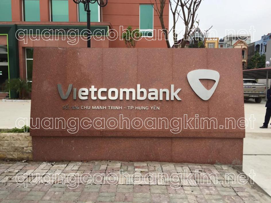 bảng hiệu đá hoa cương gắn chữ nổi inox làm biển ngân hàng