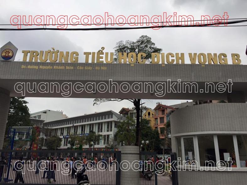 biển chữ nổi lắp cổng tòa nhà bằng chữ mica viền inox