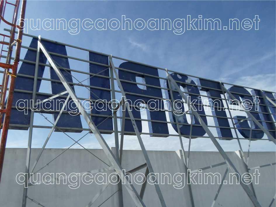 biển quảng cáo chữ nổi trên nóc tòa văn phú