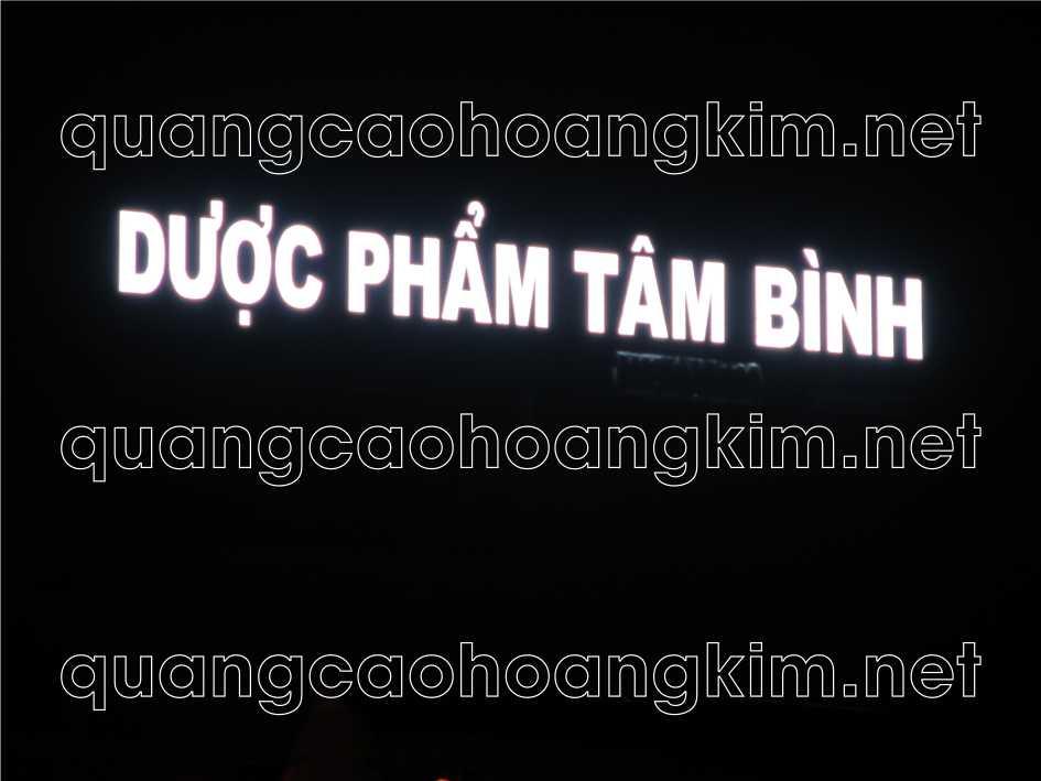 biển quảng cáo chữ nổi trên nóc tòa nhà dược phẩm tâm bình