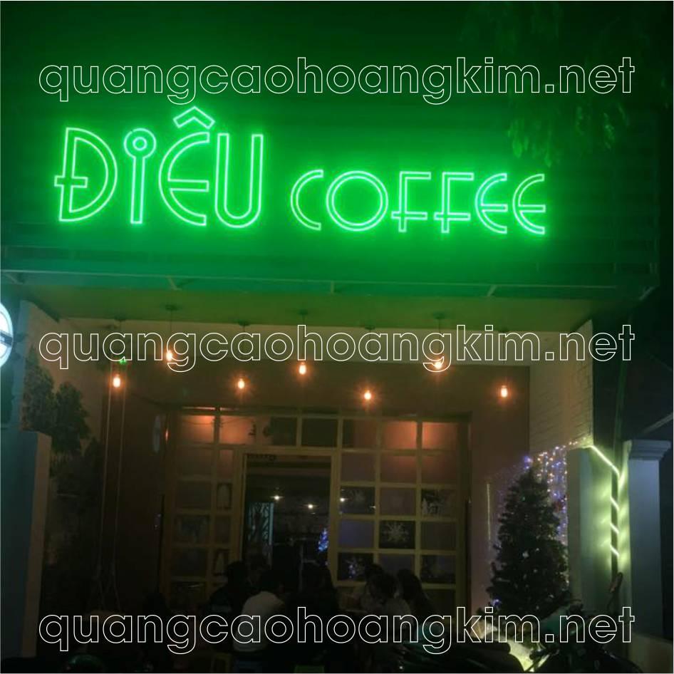 bảng hiệu chữ nổi khung sắt đan nan làm biển quán cafe