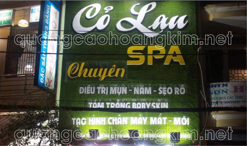 bảng hiệu cỏ nhân tạo cửa hàng spa